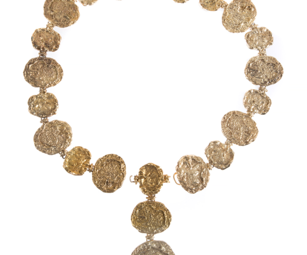 """Elizabeth Taylor'ın annesine aldığı Cartier kemer. Üzerinde """"To My 'Hippy' Mom – All My Love, Elizabeth."""" yazıyor. (2 bin dolar)"""