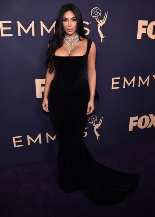 KIM KARDASHIAN Elbise: Versace