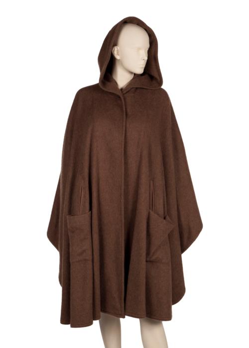 Loro Piana tasarımı panço. AIDS Candlelight'ta 12 Ekim 1996'da giyildi. (800 dolar)