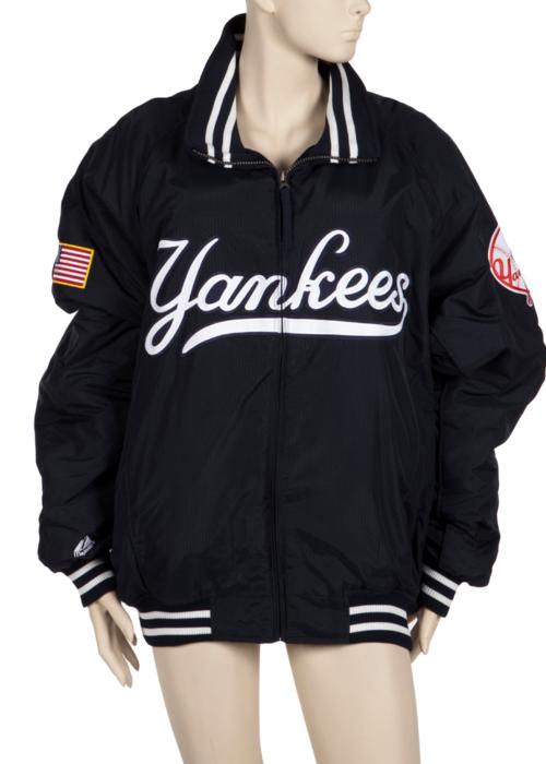 New York Yankees ceketi. Elizabeth Taylor bu ceketi 2004'te bir fotoğraf çekiminde giydi. (2 bin dolar)