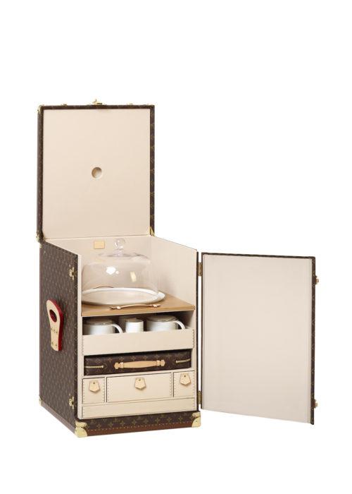 louis-vuitton-luxury-trunks-monogram-capsules-bar-makeup-case-10
