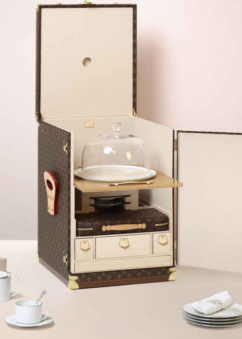 louis-vuitton-luxury-trunks-monogram-capsules-bar-makeup-case-12